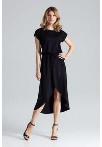 Figl - Czarna Ciekawa Sukienka z Wiązanymi Troczkami w Pasie. Kolor: czarny. Materiał: wiskoza, elastan