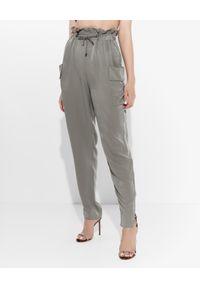 Emporio Armani - EMPORIO ARMANI - Oliwkowe spodnie z falbanką. Stan: podwyższony. Kolor: zielony. Materiał: materiał. Wzór: aplikacja