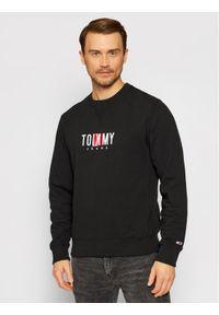 Tommy Jeans Bluza Tjm Timeless Crew 2 DM0DM10207 Czarny Relaxed Fit. Kolor: czarny