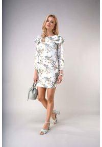 Nommo - Wzorzysta Mini Sukienka z Falbanami na Ramionach. Materiał: wiskoza, poliester. Długość: mini