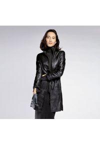 Czarny płaszcz Wittchen ze stójką, krótki, elegancki