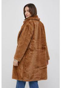 Vero Moda - Płaszcz. Kolor: brązowy. Materiał: materiał. Wzór: gładki. Styl: klasyczny