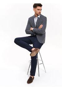 TOP SECRET - Spodnie z fakturą regular fit. Kolor: niebieski. Materiał: ze splotem, tkanina. Wzór: ze splotem. Sezon: jesień, zima. Styl: elegancki, klasyczny