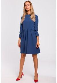e-margeritka - Sukienka rozkloszowana odcięta w pasie niebieska - m. Okazja: do pracy. Kolor: niebieski. Materiał: tkanina, poliester, elastan, materiał. Sezon: jesień. Typ sukienki: proste, rozkloszowane. Styl: elegancki. Długość: midi