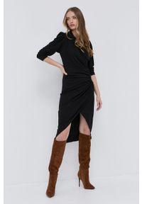Silvian Heach - Sukienka. Kolor: czarny. Materiał: dzianina. Długość rękawa: długi rękaw. Typ sukienki: dopasowane