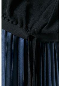 Niebieska bluzka Liviana Conti z krótkim rękawem, krótka, gładkie
