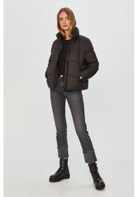 Czarna bluzka Calvin Klein z okrągłym kołnierzem, z aplikacjami