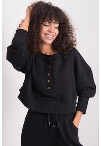 e-margeritka - Bluza damska bawełniana krótka czarna - 34. Okazja: na co dzień. Kolor: czarny. Materiał: bawełna. Długość: krótkie. Wzór: aplikacja. Styl: casual