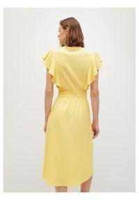 mango - Mango Sukienka letnia Natalie 87038260 Żółty Regular Fit. Kolor: żółty. Sezon: lato