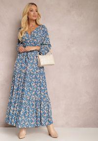 Renee - Niebieska Sukienka Thesena. Kolor: niebieski. Materiał: tkanina, materiał. Długość rękawa: długi rękaw. Wzór: kwiaty, aplikacja, nadruk. Typ sukienki: kopertowe, dopasowane. Długość: maxi
