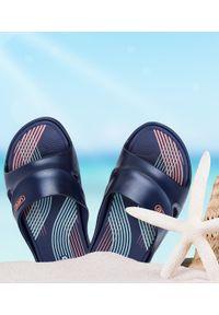 LANO - Klapki damskie basenowe Lano KL-3-2246-7 Granatowe. Okazja: na plażę. Kolor: niebieski. Materiał: guma. Obcas: na obcasie. Wysokość obcasa: średni, niski