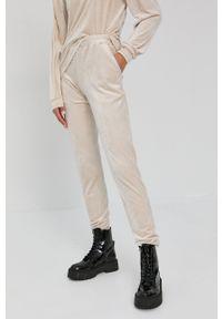 Nissa - NISSA - Spodnie. Kolor: beżowy. Materiał: dzianina. Wzór: gładki