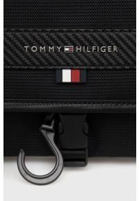 TOMMY HILFIGER - Tommy Hilfiger - Kosmetyczka. Kolor: czarny. Materiał: włókno, materiał