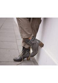 Zapato - botki - skóra naturalna - model 451 - kolor szary. Wysokość cholewki: za kostkę. Kolor: szary. Materiał: skóra. Sezon: wiosna, jesień, zima. Obcas: na obcasie. Styl: rockowy, boho, klasyczny, elegancki. Wysokość obcasa: średni