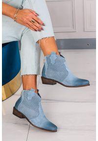 Exquisite - niebieskie botki kowbojki skórzane wiosenne ażurowe exquisite 1166. Zapięcie: zamek. Kolor: niebieski. Materiał: skóra. Szerokość cholewki: normalna. Wzór: ażurowy. Sezon: wiosna. Styl: klasyczny