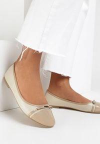 Born2be - Beżowe Balerinki Carilera. Nosek buta: okrągły. Zapięcie: bez zapięcia. Kolor: beżowy. Materiał: lakier, skóra ekologiczna. Wzór: aplikacja. Obcas: na obcasie. Styl: klasyczny