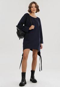Born2be - Granatowa Bluza Woodentree. Kolor: niebieski. Długość rękawa: długi rękaw. Długość: długie. Wzór: aplikacja