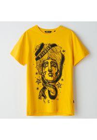 Żółty t-shirt Cropp z nadrukiem
