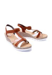 Brązowe sandały Rieker na koturnie