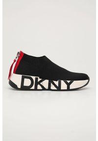Czarne buty sportowe DKNY na obcasie, na średnim obcasie, z cholewką
