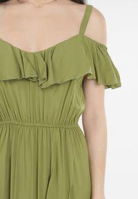 Born2be - Zielona Sukienka Yearly. Okazja: na plażę. Typ kołnierza: dekolt hiszpanka. Kolor: zielony. Materiał: wiskoza. Długość rękawa: na ramiączkach. Typ sukienki: asymetryczne. Długość: midi