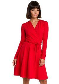 BE - Rozkloszowana kopertowa wiązana sukienka. Okazja: na co dzień, do pracy. Materiał: dzianina. Typ sukienki: kopertowe. Styl: casual. Długość: midi