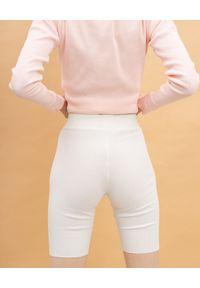 Dash My Buttons! - Prążkowane kolarki w kolorze ecru. Stan: podwyższony. Kolor: biały. Materiał: prążkowany