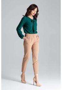 Katrus - Zielona Elegancka Bluzka z Wiązaniem przy Dekolcie. Kolor: zielony. Materiał: poliester, elastan. Styl: elegancki