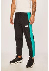 Zielone spodnie dresowe New Balance