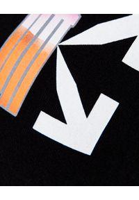 OFF-WHITE - Czarny t-shirt ze strzałami. Okazja: na co dzień. Kolor: czarny. Materiał: bawełna, jeans. Wzór: kolorowy. Styl: casual