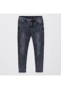 Szare jeansy Cropp