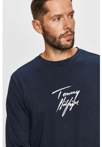 Niebieska bluza nierozpinana TOMMY HILFIGER bez kaptura, z nadrukiem, casualowa, na co dzień