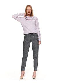Różowy sweter TOP SECRET w kolorowe wzory, elegancki