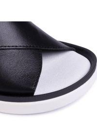 Czarne sandały Nessi