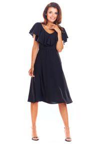 Awama - Czarna Rozkloszowana Midi Sukienka z Falbanką przy Dekolcie. Kolor: czarny. Materiał: poliester, elastan. Długość: midi