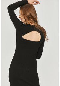 Answear Lab - Sukienka. Kolor: czarny. Materiał: dzianina, materiał. Długość rękawa: długi rękaw. Typ sukienki: dopasowane. Styl: wakacyjny