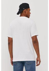 Biały t-shirt Lee z nadrukiem
