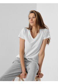 outhorn - T-shirt z dekoltem w serek damski. Okazja: na co dzień. Typ kołnierza: dekolt w serek. Materiał: bawełna, jersey, materiał, elastan. Wzór: gładki, aplikacja. Styl: casual