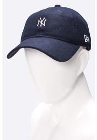 Niebieska czapka z daszkiem New Era