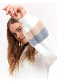 Biały sweter TOP SECRET casualowy, w kolorowe wzory, na wiosnę, długi