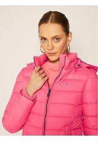 Różowa kurtka zimowa Tommy Jeans