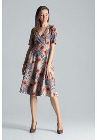 Figl - Rozkloszowana sukienka midi z dekoltem V w kwiaty. Okazja: do pracy, na imprezę. Wzór: kwiaty. Długość: midi #3
