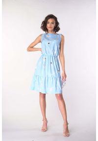 Niebieska sukienka wizytowa Nommo z falbankami, bez rękawów