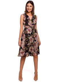 MOE - Sukienka w Kwiaty z Podkreśloną Talią - Model 3. Materiał: poliester. Wzór: kwiaty