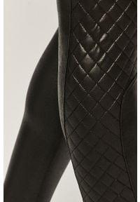 Spanx - Legginsy. Stan: podwyższony. Kolor: czarny. Materiał: elastan, skóra, dzianina, nylon. Wzór: gładki #4
