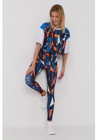LABELLAMAFIA - LaBellaMafia - T-shirt. Okazja: na co dzień. Kolor: niebieski. Materiał: dzianina. Styl: casual