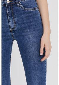 Niebieskie jeansy bootcut Answear Lab wakacyjne