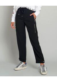 MONCLER - Czarne spodnie cargo. Kolor: czarny. Materiał: wiskoza, materiał, bawełna