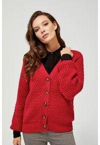 MOODO - Sweter o grubym splocie. Typ kołnierza: dekolt w serek. Materiał: akryl, prążkowany, dzianina, wiskoza. Długość rękawa: długi rękaw. Długość: długie. Wzór: ze splotem