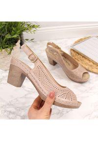Różowe sandały eVento w ażurowe wzory